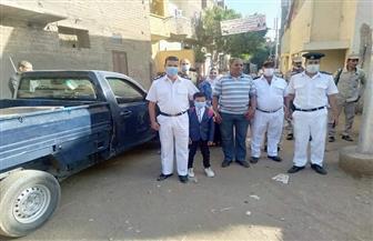 نائب مأمور مركز طما بسوهاج يصطحب ابن شهيد فى أول يوم دراسة   صور