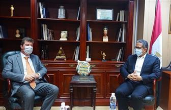 وزير السياحة والآثار يبحث مع سفير بلجيكا مقترح إقامة معارض مؤقتة للآثار المصرية في بلاده