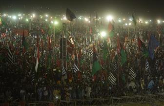 عشرات الآلاف يتظاهرون ضد الحكومة في باكستان