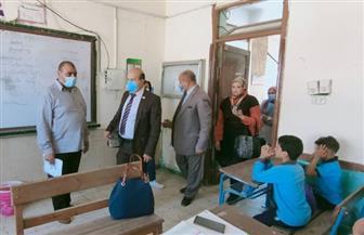 رئيس حي عين شمس يتابع الإجراءات الوقائية بعدد من المدارس والمعاهد الأزهرية