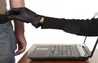 ضبط شخصين للنصب على المواطنين بهواتف محمولة رخيصة عبر الإنترنت