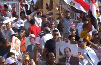 """أغانى """"ربنا وياك..  ومتخفوش على مصر"""" تشعل حماس المشاركين في احتفالات النصر ودعم الرئيس"""