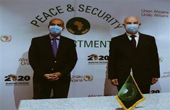 السفير أسامة عبد الخالق يناقش برنامج الرئاسة المصرية لمجلس السلم والأمن مع مفوض الاتحاد الإفريقي