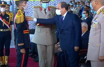 الرئيس السيسي يقلد أوائل خريجي الكليات العسكرية والمعهد الفني للقوات المسلحة نوط الواجب العسكري