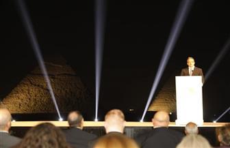وزير السياحة والآثار يشهد تشغيل أول حافلة كهربائية صديقة للبيئة بهضبة الأهرامات | صور