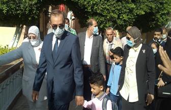محافظ كفر الشيخ يرافق نجلي شهيد سيناء للمدرسة |صور