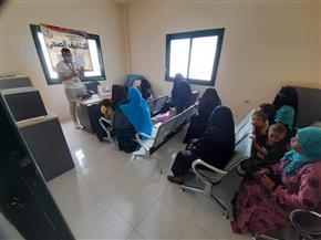 توقيع الكشف الطبي وتقديم الأدوية لـ433 حالة لأبناء الفرافرة ضمن مبادرة حياة كريمة | صور