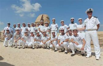 «الموسيقى التراثية للبحرية الفرنسية» تقيم أول عروضها بمنطقة أهرامات الجيزة | صور