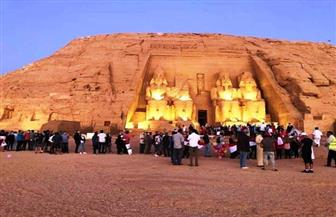 الشمس تتعامد على وجه تمثال رمسيس بمعبد أبو سمبل
