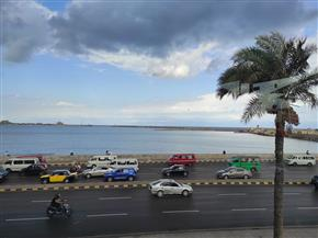 طقس الإسكندرية: انخفاض بدرجات الحرارة وزيادة في سرعة الرياح| صور