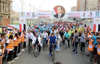 وزير الرياضة يقود ماراثونا للدراجات الهوائية بالإسكندرية| صور