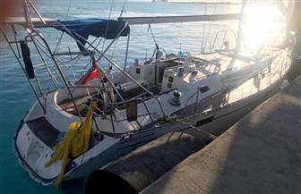 المتحدث العسكرى ينشر صور إنقاذ القوات البحرية المصرية لمركب يرفع العلم التركي في عمق المتوسط
