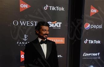 خالد النبوي يسلم جائزة عمر الشريف في افتتاح الجونة