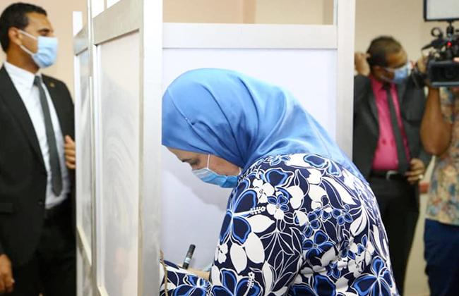 وزيرة التضامن الاجتماعى تدلى بصوتها فى انتخابات مجلس النواب