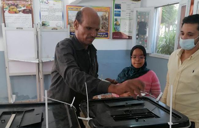 توافد عدد كبير من الناخبين للإدلاء بأصواتهم