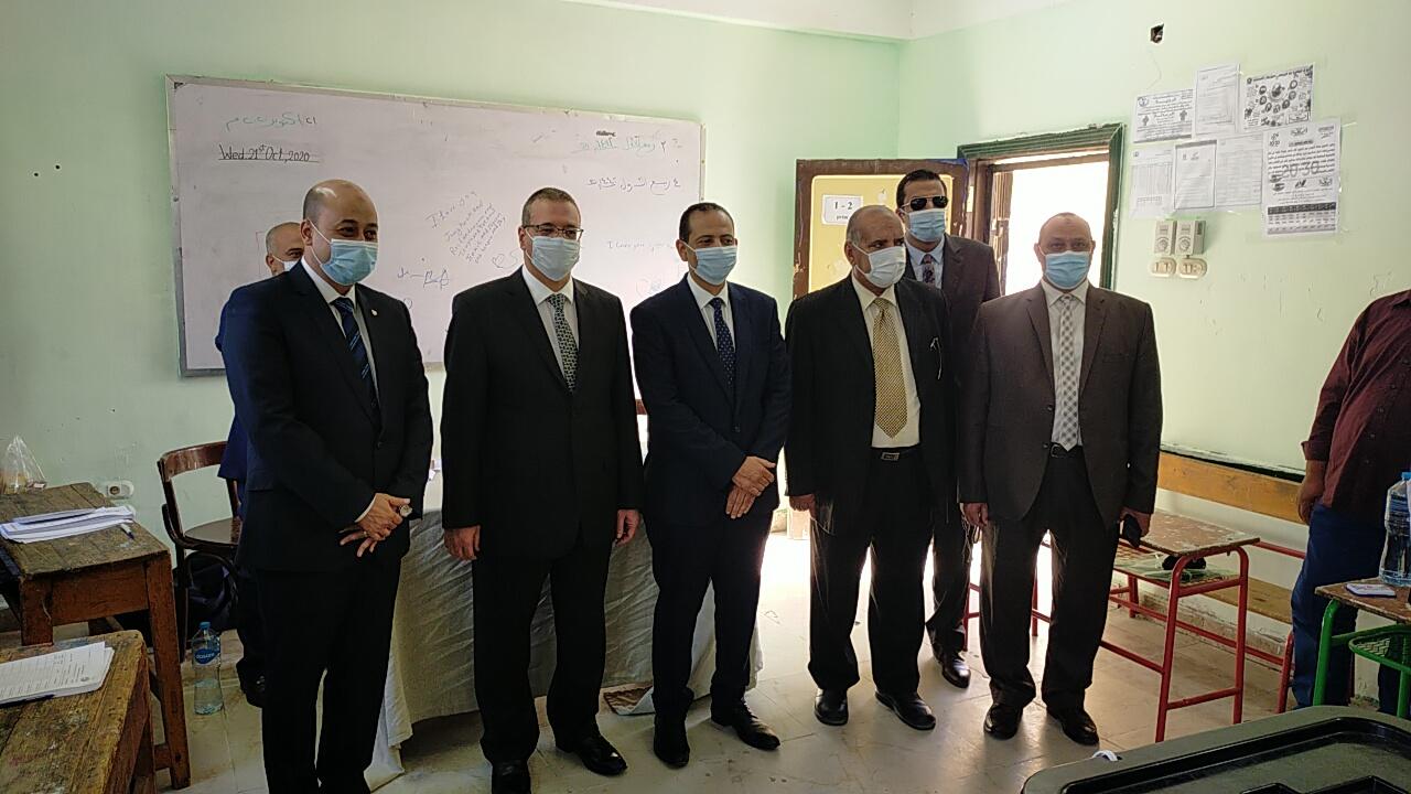 جولة رئيس محكمة البحر الأحمر علي اللجان الانتخابية بالغردقة
