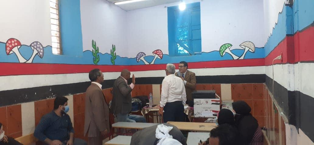 رئيس مركز ومدينة أوسيم يتفقد لجان الانتخابات