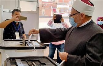 مفتي الجمهورية يدلي بصوته في مسقط رأسه بالدلنجات | صور