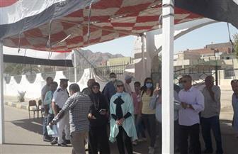 رئيس مدينة سفاجا تتفقد المقار الانتخابية لمتابعة سير التصويت | صور