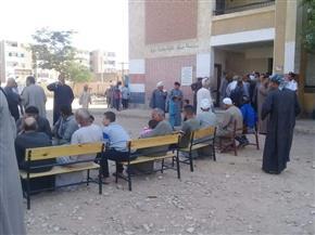 إقبال كبير على التصويت في اللجنة الانتخابية بالمحارزة أبوتشت بقنا  صور