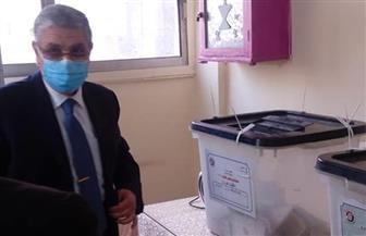 وزير الكهرباء يدلي بصوته في انتخابات مجلس النواب | صور