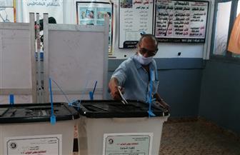 الإجراءات الاحترازية تتصدر مشهد اليوم الأول للانتخابات بلجنة مدرسة أبو الهول بالجيزة