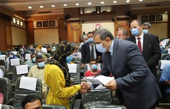 وزير القوى العاملة يسلم 58 عقد عمل لذوي القدرات الخاصة | صور
