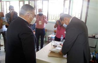 محافظ البحر الأحمر يتفقد اللجان الانتخابية بمدرسة محمد الطيب بالغردقة | صور