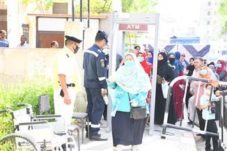 زيادة الإقبال من المواطنين على المقرات الانتخابية في قنا | صور