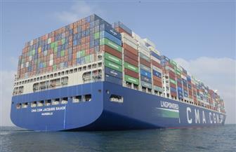قناة السويس تشهد عبور أكبر سفينة حاويات في العالم تعمل بالغاز الطبيعي | صور
