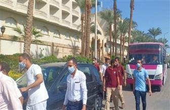 إقبال من العاملين بالفنادق السياحية بالغردقة للإدلاء بأصواتهم في اللجان الانتخابية | صور