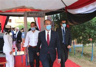 وزير الاتصالات يدلي بصوته في انتخابات «النواب» بالجيزة | صور