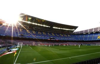 انطلاق مباراة كلاسيكو الكرة الإسبانية بين برشلونة وريال مدريد