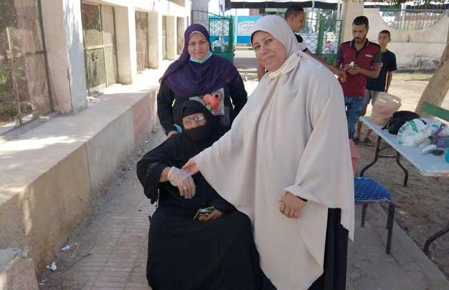 إقبال ملحوظ من السيدات وكبار السن على اللجان الانتخابية بالبحر الأحمر   صور