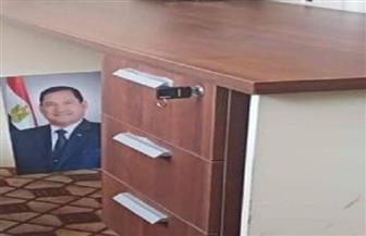 محافظ الغربية يحيل موظفا للتحقيق بسبب وضع صورة المحافظ الأسبق تحت أحد المكاتب