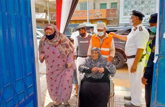 كبار السن يتصدرون مشهد التصويت في الانتخابات البرلمانية بالبحيرة | صور