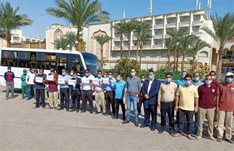 إقبال ملحوظ من العاملين بالفنادق والمنشآت السياحية بالغردقة للإدلاء بأصواتهم في انتخابات النواب | صور