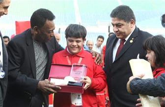 لاعبو الأولمبياد الخاص يهنئون الجوهرة السمراء بعيد ميلاده الثمانين