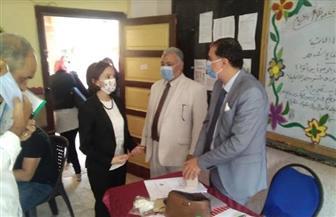 نائب محافظ الإسكندرية تتفقد عددا من اللجان الانتخابية في حي الجمرك | صور
