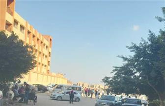استمرار توافد الناخبين على اللجان الانتخابية بمدرسة هضبة الأهرام