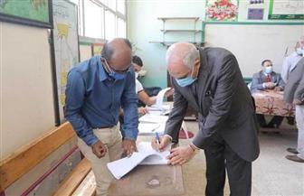 محافظ الجيزة يدلي بصوته في انتخابات مجلس النواب بمدرسة أم الأبطال الثانوية | صور