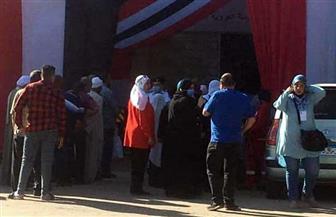 زحام شديد أمام اللجان الانتخابية بإمبابة.. والسيدات أبطال المشهد | صور