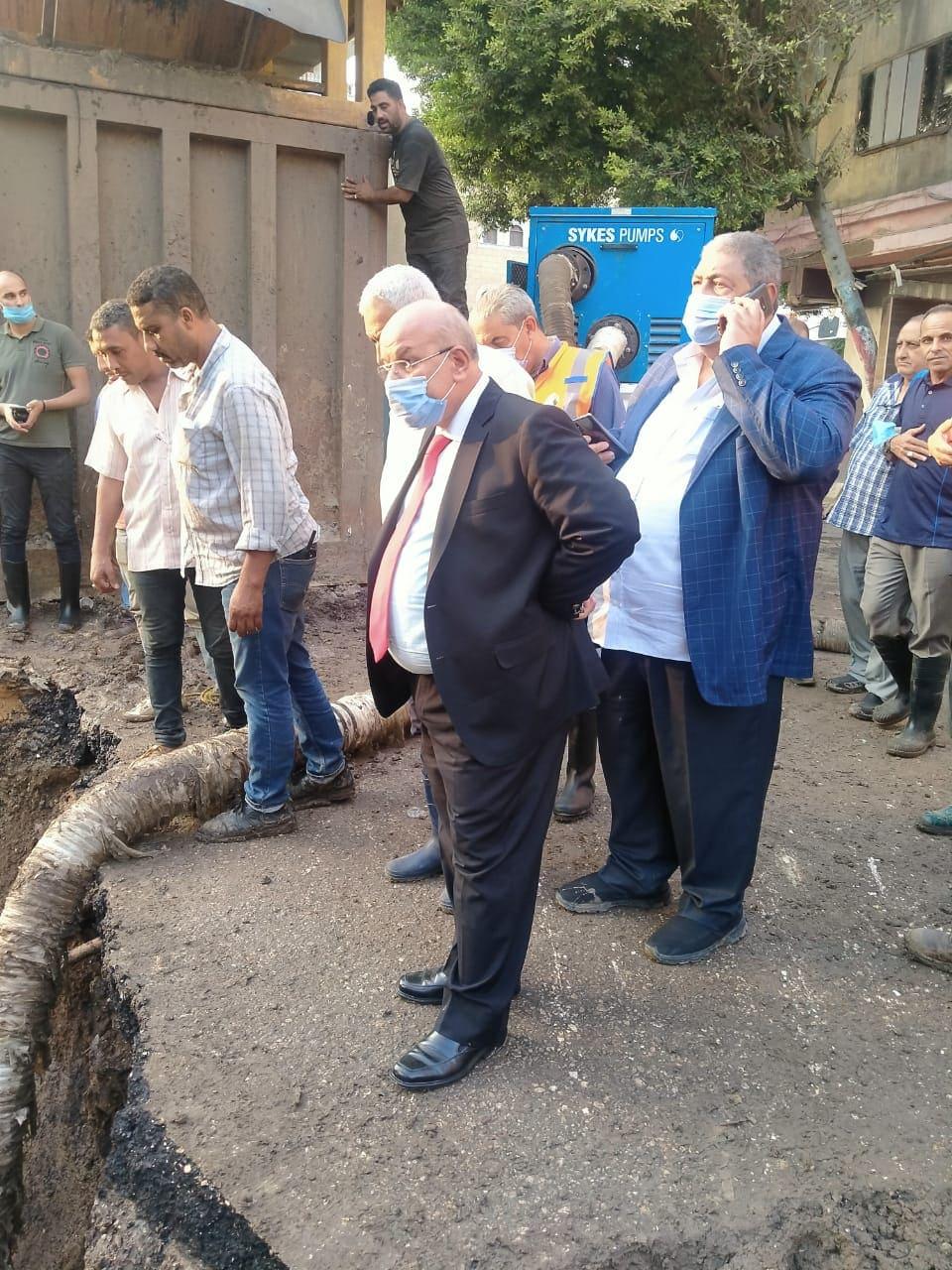 القابضة للمياه تتابع أعمال الإصلاح لكسر خط مياه بحدائق القبة