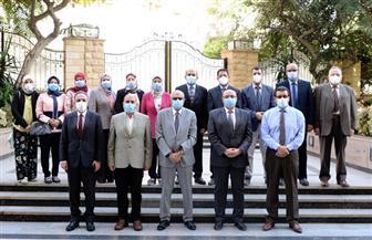 جامعة المنصورة تكرم أعضاء اللجنة العلمية لمواجهة كورونا بالمستشفيات الجامعية |صور