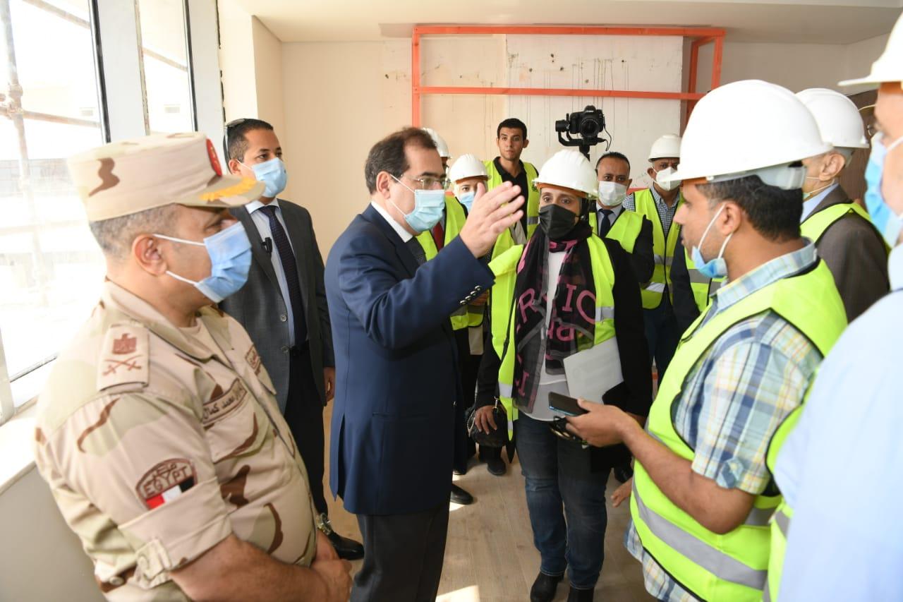 جانب من جولة وزير البترول بالمقر الجديد للوزارة