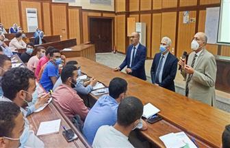 رئيس جامعة طنطا يتفقد انتظام الدراسة ويوجه بتنفيذ خطة التعليم الهجين | صور