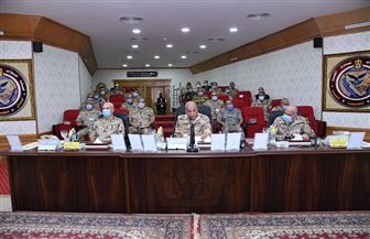 وزير الدفاع يتابع سير العمليات للقضاء على العناصر الإرهابية وإجراءات عودة الحياة لطبيعتها بسيناء   صور