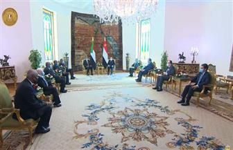 الموقع الرئاسي ينشر فيديو استقبال الرئيس السيسي لرئيس مجلس السيادة السوداني | فيديو