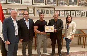 اللجنة الأوليمبية تكرم محمد عصب خامس العالم كمال الأجسام