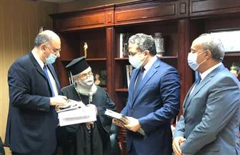 «العناني» يستقبل رئيس دير سانت كاترين لتعزيز سبل التعاون | صور